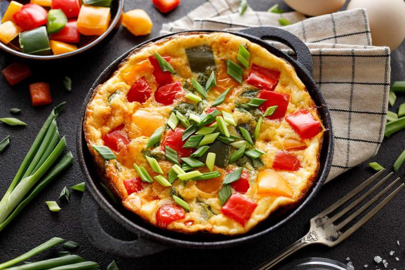 Tomato, courgette and pea frittata