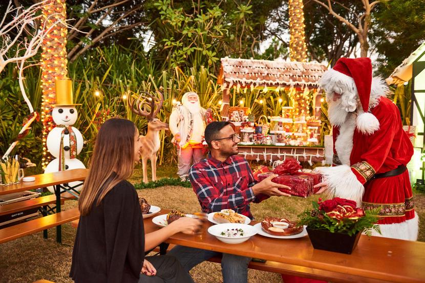https://www.timeoutdubai.com/public/styles/full_img_sml/public/images/2020/12/20/Grand-Hyatt-Dubai-Christmas-market.jpg?itok=UtfKH4LQ