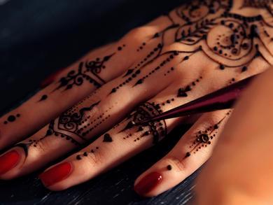 Henna at Dubai International Airport