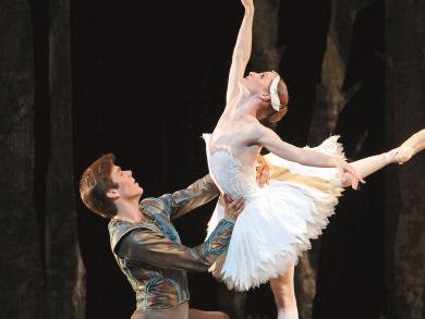 REVIEWED: Swan Lake at Dubai Opera