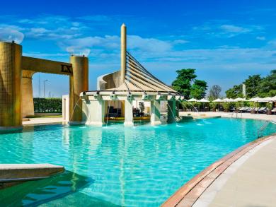 Summer deal 2019: Pool day at Raffles Dubai