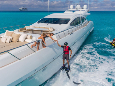 Book a luxury yacht in Dubai and get a whopping 35 percent discount