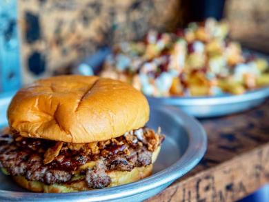 Dubai restaurant serving up free burgers this week