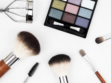 Where to shop online for beauty and skincare products in the UAE