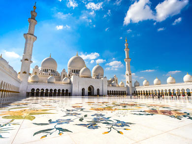 Go on a virtual guided tour of Abu Dhabi's Sheikh Zayed Grand Mosque