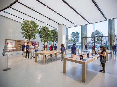 Apple stores in Abu Dhabi and Dubai are now open