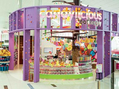 Shops in Concourse B, Terminal 3 at Dubai International Airport