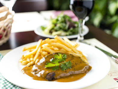 Couqley brings back steak frites and grape pairing night