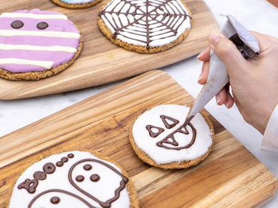 Kids get free cookies at this family-friendly restaurant on the Palm